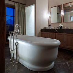 ห้องน้ำ โดย Architectural Interiors + Superyacht Photographer,