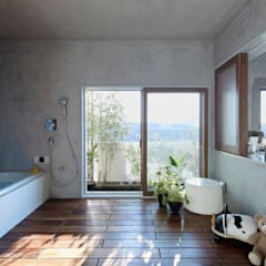 Baños de estilo  por Takeshi Shikauchi Architect Office/鹿内健建築事務所