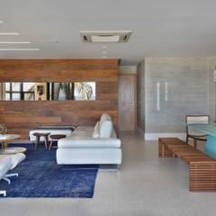 Projeto de decoração de sala Leila Dionizios Arquitetura e Luminotécnica Salas de estar modernas