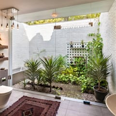 Bathroom by Kumar Moorthy & Associates,