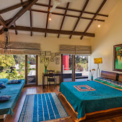G Farm House: eclectic Bedroom by Kumar Moorthy & Associates