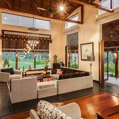 G Farm House: eclectic Living room by Kumar Moorthy & Associates