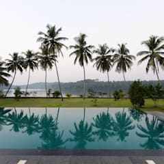 PRIVATE RESIDENCE AT KERALA(CALICUT)INDIA:  Pool by TOPOS+PARTNERS