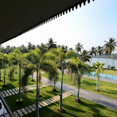 PRIVATE RESIDENCE AT KERALA(CALICUT)INDIA:  Garden by TOPOS+PARTNERS