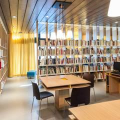workinBibliothèque Gérard Pélisson - Institut Paul Bocuse: Ecoles de style  par Studio Rémi BOUHANICHE