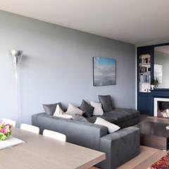 APPARTEMENT PARIS XVI: Salon de style  par Barbara Sterkers , architecte d'intérieur