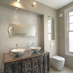Redston Road, N8:  Bathroom by XUL Architecture