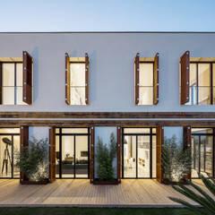 Huizen door 08023 Architects,