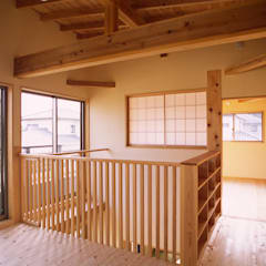 Salas multimedias de estilo  por 八島建築設計室