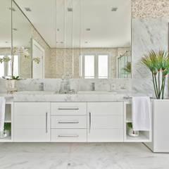 Bathroom by Samara Barbosa Arquitetura