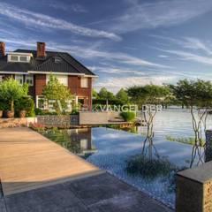 Tijdloze wellnesstuin Alblasserdam: minimalistisch Zwembad door ERIK VAN GELDER | Devoted to Garden Design