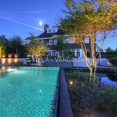 Tijdloze wellnesstuin Alblasserdam:  Zwembad door ERIK VAN GELDER   Devoted to Garden Design