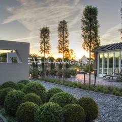 Tijdloze wellnesstuin Alblasserdam: mediterrane Tuin door ERIK VAN GELDER | Devoted to Garden Design
