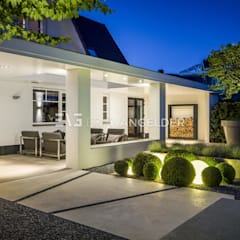 Terrace by ERIK VAN GELDER | Devoted to Garden Design, Minimalist