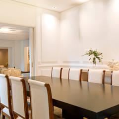 Rua Austria: Salas de jantar  por Prado Zogbi Tobar