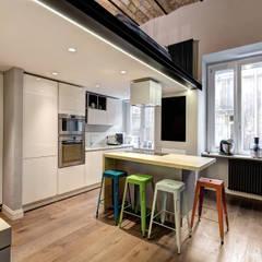 MACHIAVELLI: Cucina in stile in stile Industriale di MOB ARCHITECTS