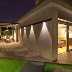 Duplex en Barcelona: Terrazas de estilo  de The Pont design