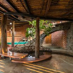 Brick House, Wada:  Houses by iSTUDIO Architecture