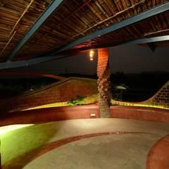 Brick House, Wada:  Terrace by iSTUDIO Architecture
