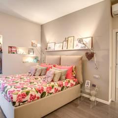 COVIELLO: Camera da letto in stile  di MOB ARCHITECTS