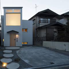 Rumah oleh FUMIASO ARCHITECT & ASSOCIATES/ 阿曽芙実建築設計事務所, Eklektik
