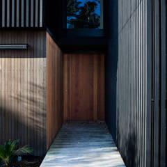 در و پنجره توسطDorrington Atcheson Architects, مدرن