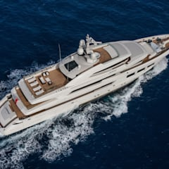 Yates y jets de estilo mediterráneo por CRN SPA - YACHT YOUR WAY-