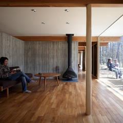 Living room by すわ製作所, Modern