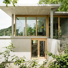 Wohnhaus am Hang, Wyhlen:  Häuser von GIAN SALIS ARCHITEKT,Modern