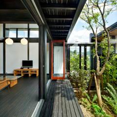 asian Living room by 石井智子/美建設計事務所