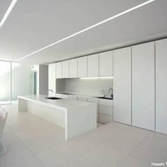 Sea Side House: 鷹取久アーキテクトオフィスが手掛けたキッチンです。