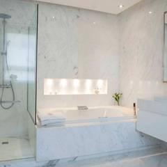 Baños by Brukman Chechik Arquitectos: Baños de estilo  por LIVE IN,Moderno