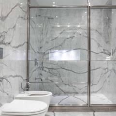 Baños by Brukman Chechik Arquitectos: Baños de estilo moderno por LIVE IN