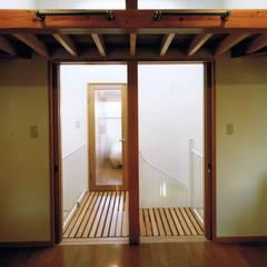 Maisons de style  par 真島元之建築設計事務所 Majima Motoyuki Architect,