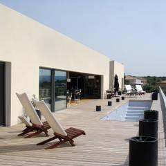 Balkon, taras i weranda od Hamerman Rouby Architectes