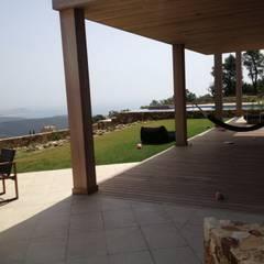 Villa Mas Nou Spanje:  Terras door TenBrasWestinga ARCHITECTUUR / INTERIEUR en STEDENBOUW