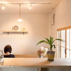 Konan office: ALTS DESIGN OFFICEが手掛けた書斎です。,カントリー