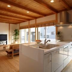 Cocinas de estilo asiático por 三宅和彦/ミヤケ設計事務所
