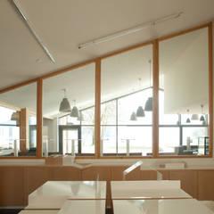 MAISON DU LAC D'AIGUEBELETTE: Musées de style  par FABRIQUES ARCHITECTURES PAYSAGES