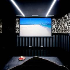 Media room by Matteo Gattoni - Architetto