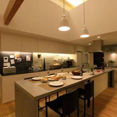 House with the bath of bird: Sakurayama-Architect-Designが手掛けたキッチンです。