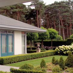woonhuis in Achel [België]: eclectische Tuin door PHOENIX, architectuur en stedebouw