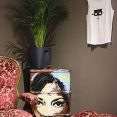 Exposition éphémères - Appartement privé: Cave à vin de style  par ISIT ARCHITECTURE