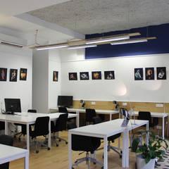 Cowork in Grenoble - Espace Coworking: Bureau de style  par ISIT ARCHITECTURE