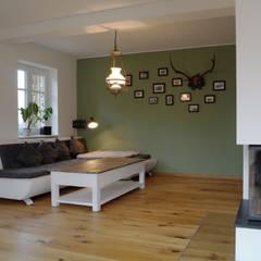 Wohnbereich:  Wohnzimmer von Cactus Architekten