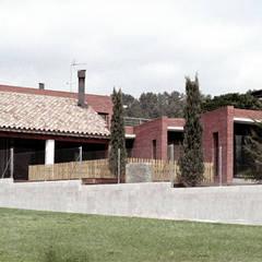 South façade Moderne Häuser von FG ARQUITECTES Modern