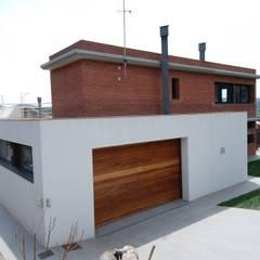 North Façade Moderne Häuser von FG ARQUITECTES Modern