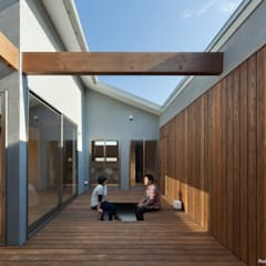 Jardines de estilo  por 松岡健治一級建築士事務所