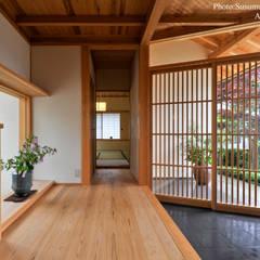 ระเบียงและโถงทางเดิน by アトリエきらら一級建築士事務所