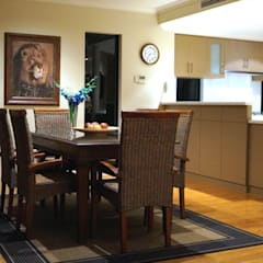 Burns Beach Residence (Australia):  Dining room by Adorn Interior Design ,